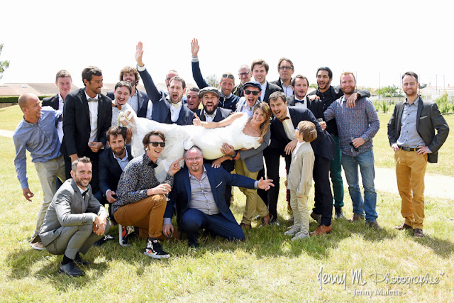 photo de groupes originale fun mariée avec les copains