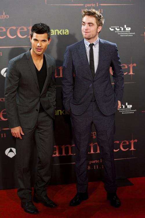Wemusic Robert Pattinson Taylor Lautner Amanecer En Barcelona