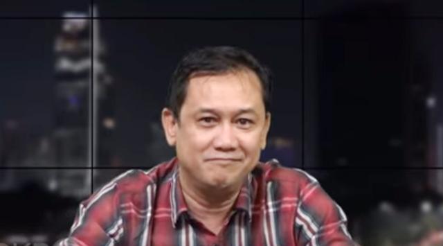 Denny Siregar menanggapi pernyataan Menkopolhukam Mahfud MD yang menyebut Fadli Zon dan Fahri Hamzah akan mendapatkan bintang tanda jasa dari Presiden Jokowi.