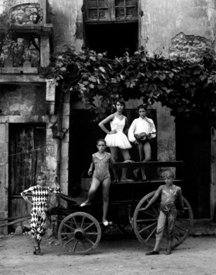 http://one-photo-day.tumblr.com/post/161817336169/grande-parade-arles-1955-by-lucien-clergue