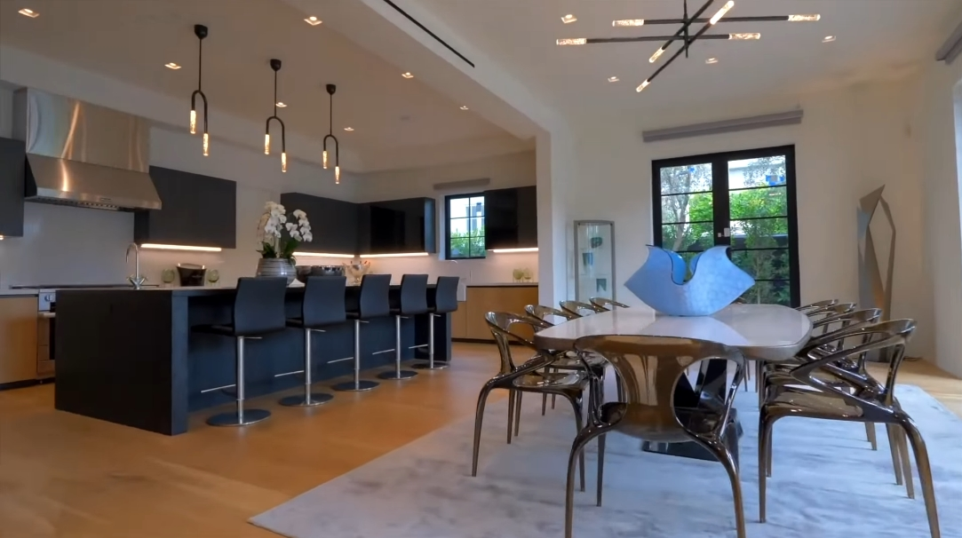 28 Interior Design Photos vs. 606 Foothill Rd, Beverly Hills, CA Luxury Home Tour