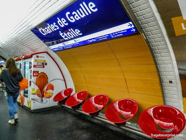Paris: estação do metrô Charles de Gaulle-Étoile, acesso ao Arco do Triunfo