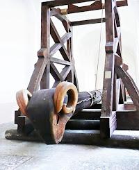 Kale kapılarını kırmakta kullanılan eski ahşap bir koçbaşı