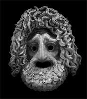 Uzun saçlı ve sakallı, üzgün ve yaşlı bir adamı gösteren Yunan trajedi maskesi
