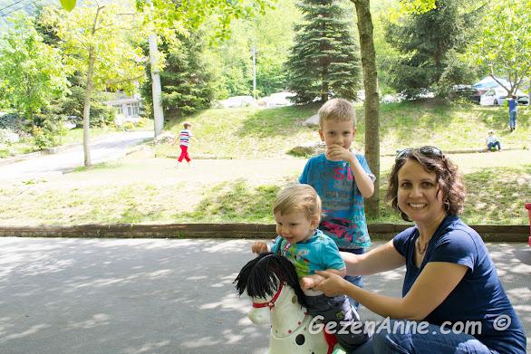 çocuk parkında çocuklarımla oynarken, İstanbuldere Sapanca