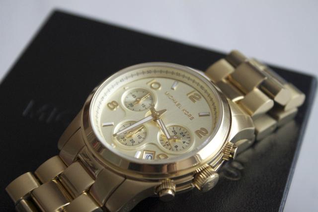 07bd534983 Dlouho jsem je měla hodinky Michael Kors na wishlistu a konečně už je mám.  Je to model 5055 ve zlaté barvě. V Berlíně je měli mnohem levnější