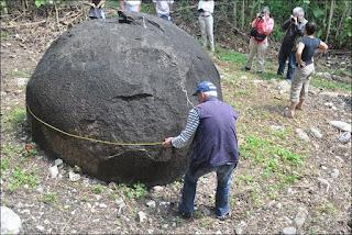 Photo d'une boule du Costa se faisant mesurer