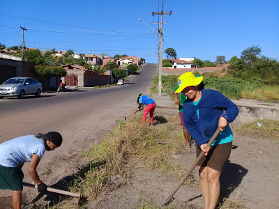 CAXIAS - Cansados de tanto esperar pela prefeitura, moradores do Residencial Eugênio Coutinho fizeram mutirão para limpar praça