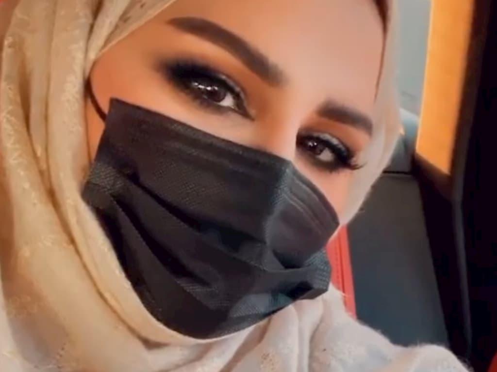 أحلام الشامسي تثير التساؤلات علي مواقع التواصل بعد ارتدائها للحجاب في اخر ظهور لها