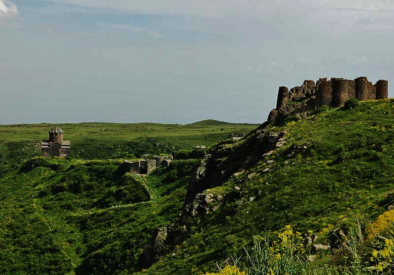 The-Amberd-fortress-and-church