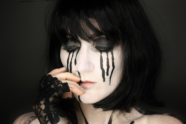 dark-artistic-make-up