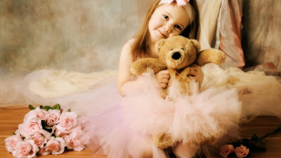 Very-Sweet-Girl-With-Teddy-Bear