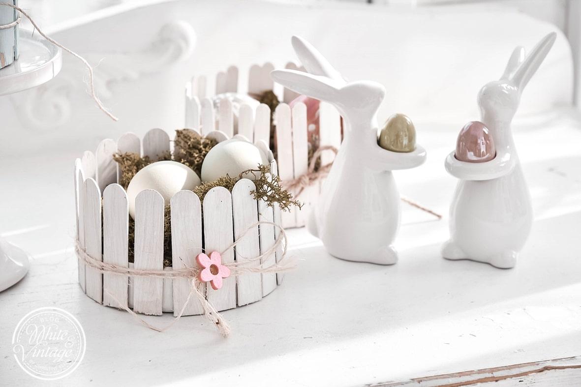 Osterkörbchen aus Eisstäbchen basteln.