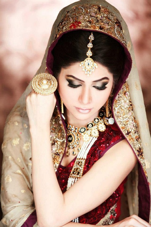 Latest Bridal Make Up With Jewelry