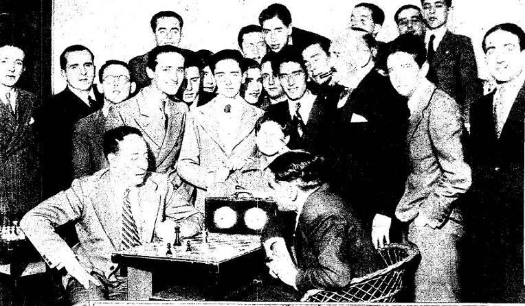 Partida de ajedrez Ortueta (a la izquierda) - Blum (a la derecha)