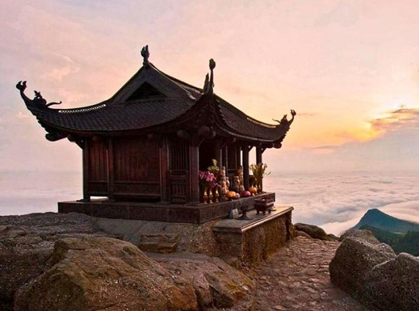 Chùa Đồng nằm trên đỉnh núi Yên Tử sở hữu ộ cao 1068m so với mặt nước biển