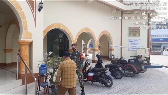 Aksi Personel Jajaran Kodim 0208/Asahan Cegah Penyebaran Covid-19 Melalui Pembagian Masker