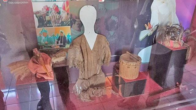 Koleksi barang-barang kuno Museum Negeri Manado