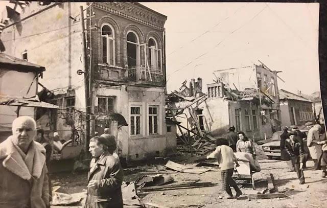 Сухумские дома, разбомбленные российской авиацией в апреле 1993 года