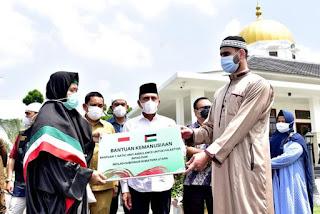 Gubernur Edy Rahmayadi Serahkan Bantuan Ambulans untuk Palestina