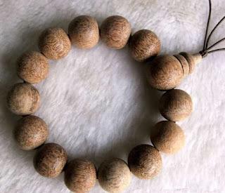 Akshamala o rosario budista elaborado con madera de agar
