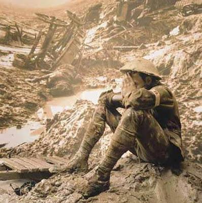 Στρατιώτης στα ερείπια του Πρώτου Παγκοσμίου Πολέμου - No Man's Land... a lone soldier during World War 1
