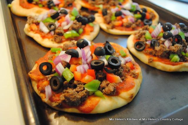 Italian Flatbread Pizza at Miz Helen's Country Cottage