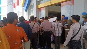 Perjuangkan Nasib, Massa CPNS K2 256 Duduki Kantor Pemda Dompu