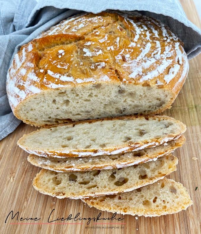 Weizen-Dinkel-Brot mit Sonnenblumenkernen und wenig Hefe