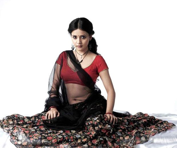 Celeb Saree ..: Savitri Sexy Navel Tempting Sleeping Poses