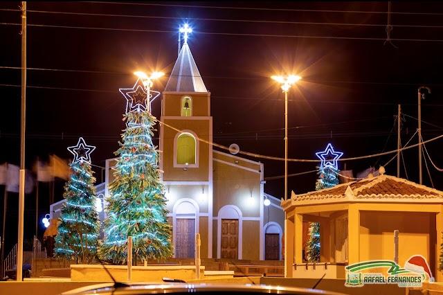 Prefeitura de Rafael Fernandes ornamentou centro da cidade para as festividades de fim de ano.