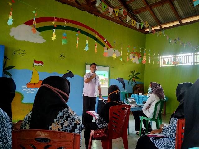 Walau Diguyur Hujan, Kadis PMD Tetap Sosialisasikan Penekanan Stunting di Kecamatan Keluang
