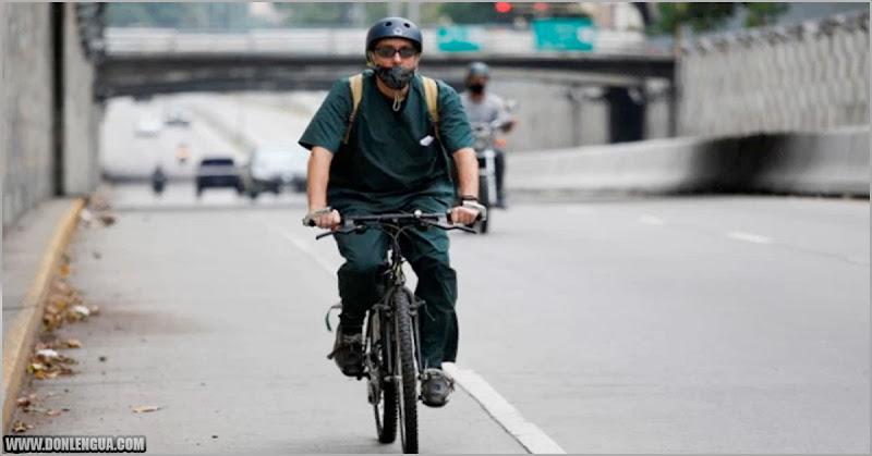 Venezolanos desempolvan sus bicicletas ante aumento descarado de la gasolina