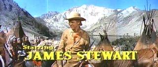 Fotograma de La conquista del Oeste con los créditos. En la imagen aparece un primer plano de James Stewart con su crédito correspondiente