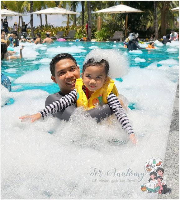 Crimson Resort and Spa Mactan Foam in Pool