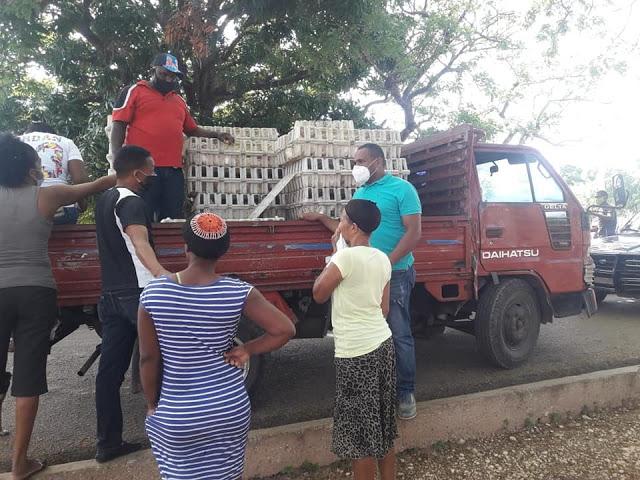 LA GUAZARA: Favorecen cientos de familias de escasos recursos económicos con la entrega de carne de pollo