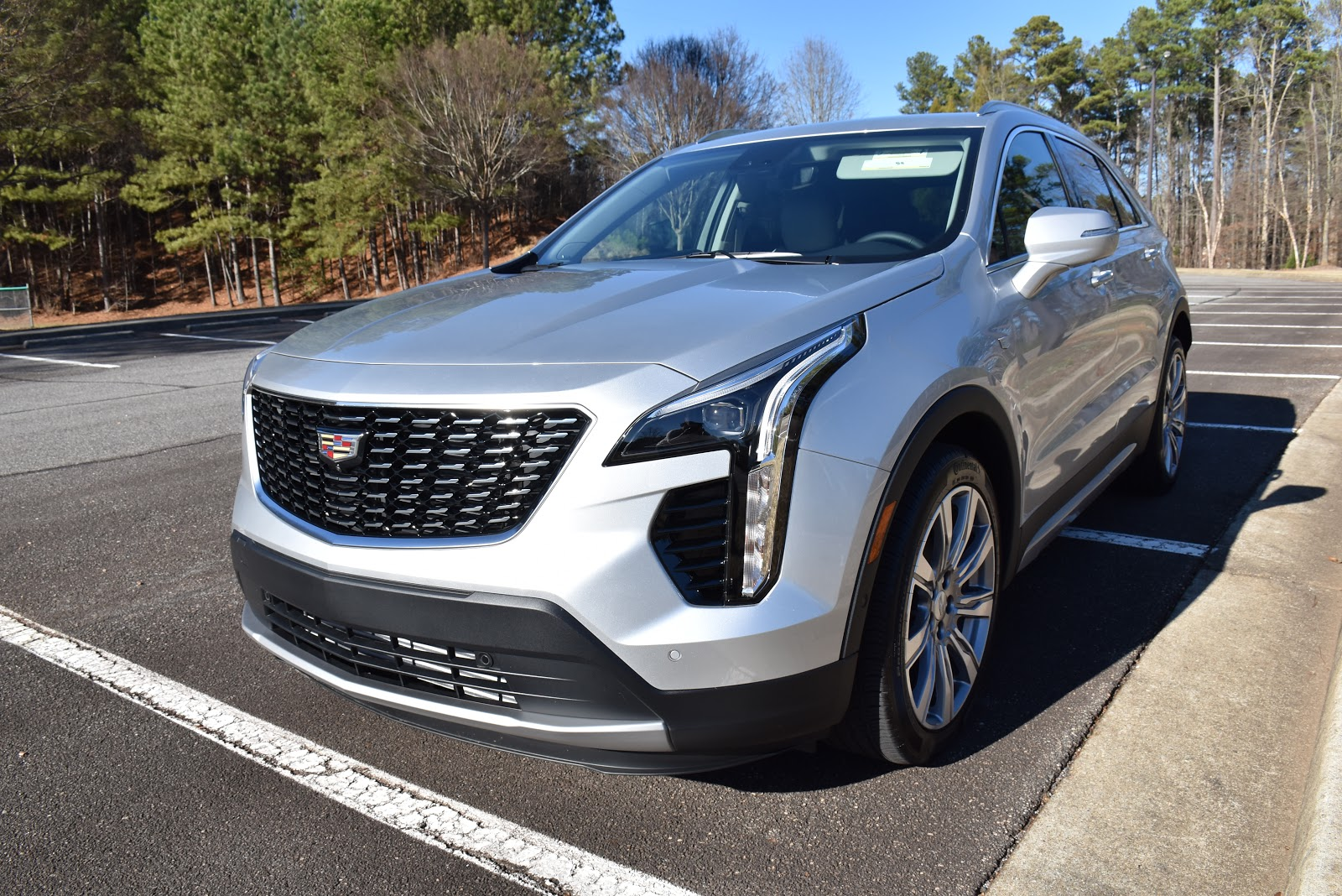2020 Cadillac XT4 Grille and Headlight