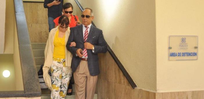 Tras supervisar celda en La Victoria, esposa e hijos de Ángel Rondón lo visitan en Palacio de Justicia