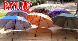 Payung merupakan salah satu rekomendasi souvenir menarik untuk media promosi