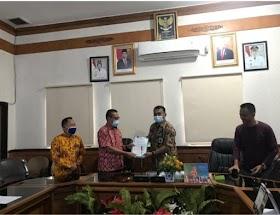 Berkas PAW Aidi Hatta Diserahkan Sekertaris KPU ke DPRD kabupaten Muaro