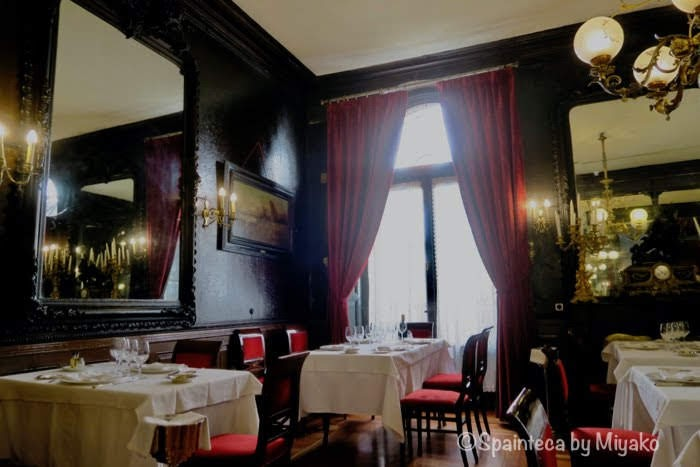 Lhardy マドリードの老舗コシード料理店ラルディのロマン派様式の店内
