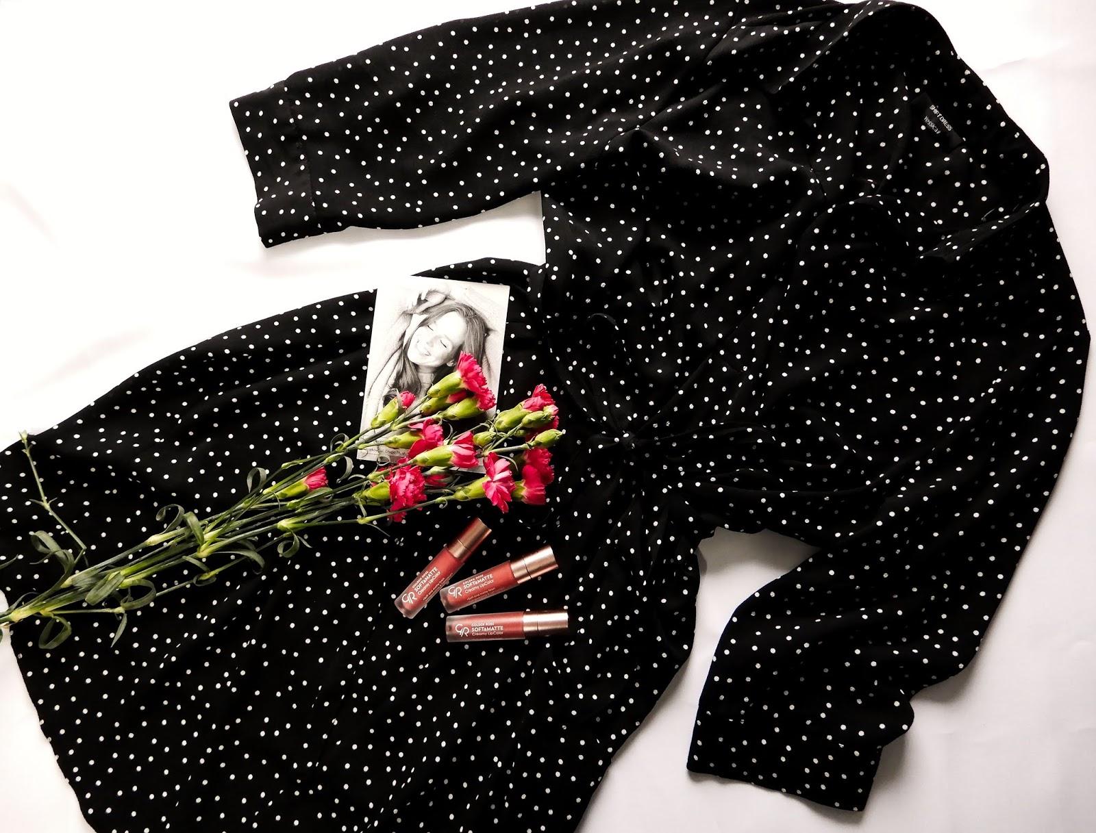 dzień kobiet 8 marca, blogerska akcja na dzień kobiet, życzenia na dzień kobiet, moja wizja kobiecości, kobiecość, sukienka w grochy, różowe goździki,