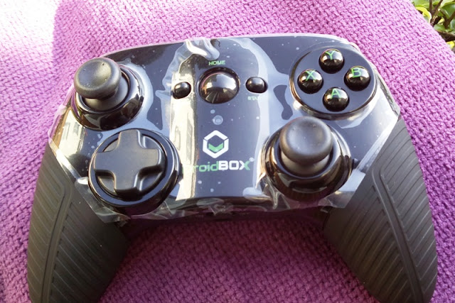 Droidbox Play Rechargeable Bluetooth Gamepad Controller Plant Amongst Samsung S6 & Gear Vr Headset!