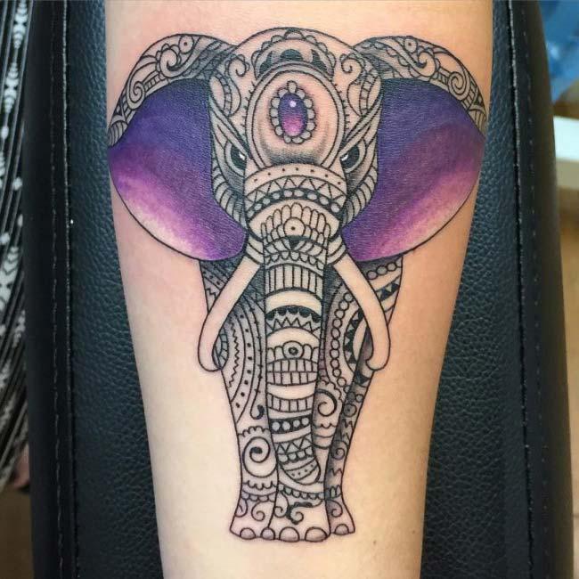 mor kulaklı ruhani fil dövmesi