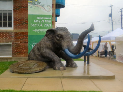 statue of an elephant