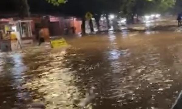 Banjir Masih Rendam Sebagian Wilayah Bantaeng Malam Ini, Warga Mengungsi Ketempat Aman