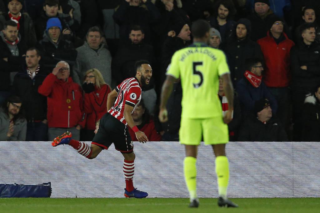 Nathan Redmond marcou o único gol do jogo, mas perdeu chances incríveis também (Foto: AFP PHOTO / Adrian DENNIS)