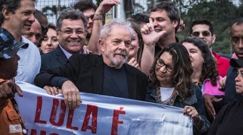 Lula está solto, agora começa o jogo da politica no Brasil