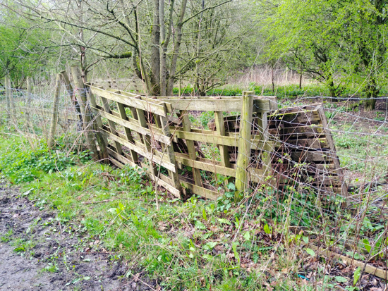 Image: Fence repairs along footpath 87 Image by North Mymms News Released under Creative Commons BY-NC-SA 4.0
