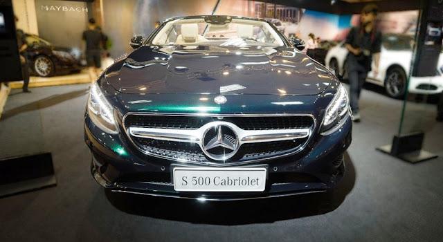 Phần đầu xe Mercedes S500 Cabriolet 2018 có các họa tiết Kim cương được thiết kế sắc nét, sang trọng